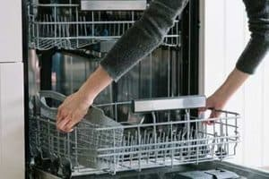 Best Way to Clean a Dishwasher – 6 Easy Steps