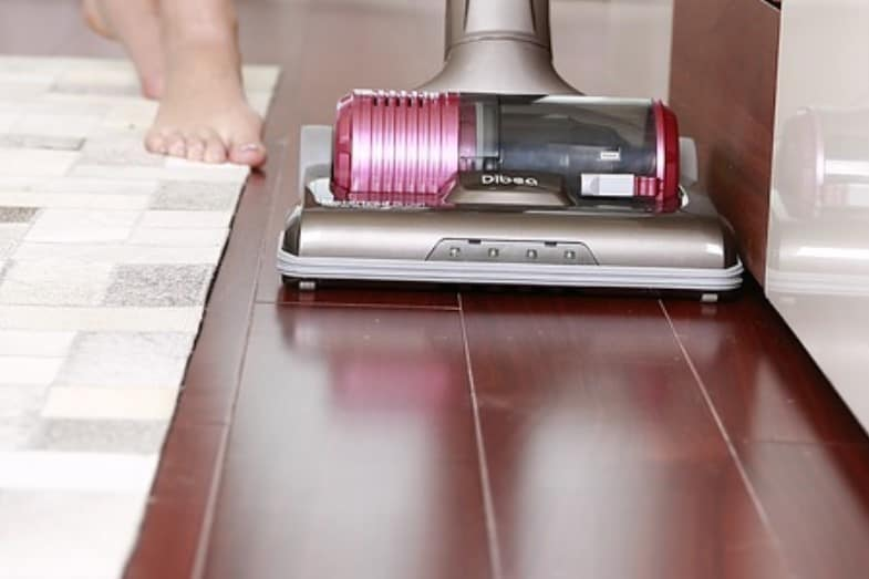 best way to clean wood laminate floors