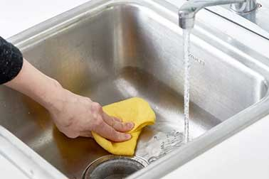 Best Way to Clean a Stainless Steel Sink – 9 Easy Steps