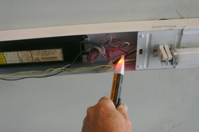 fluorescent light will not turn on