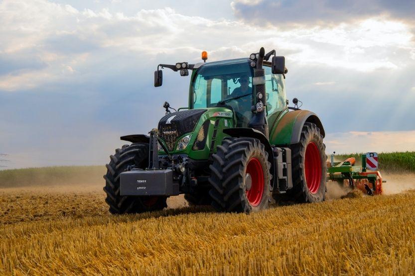 skid steer vs tractor