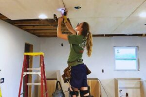 Read more about the article Garage Ceiling Ideas [Materials and Storage]
